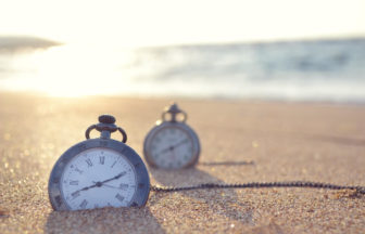 clock-on-beach