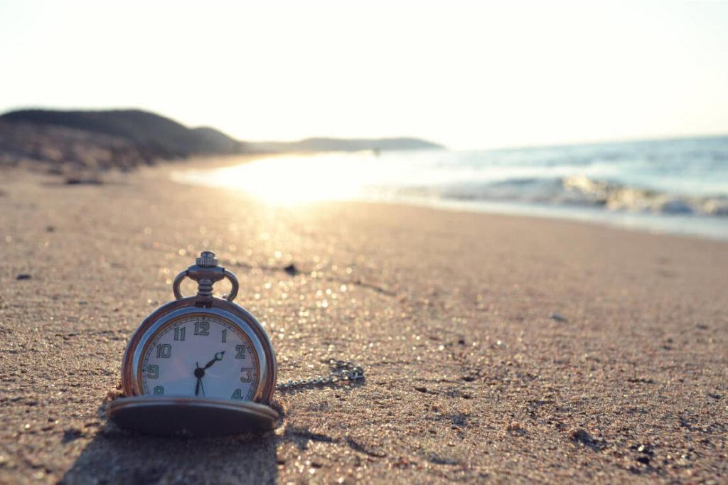 clock-on-the-beach
